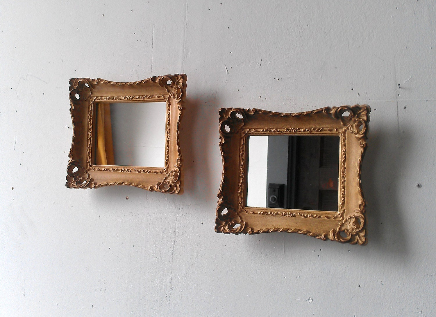 Framed mirror set in small vintage gold frames for Small gold mirror