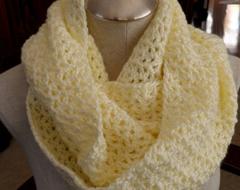 crochet scarf infinity in offwhite cowl - handmade  crochet offwhite mobius scarf - scarf crochet offwhite Infinity