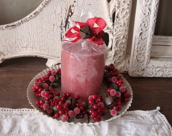 Christmas candle set gift red and white table decor Shabby Cottage Chic unscented Candle Hostess gift berries candle wreath metal tray