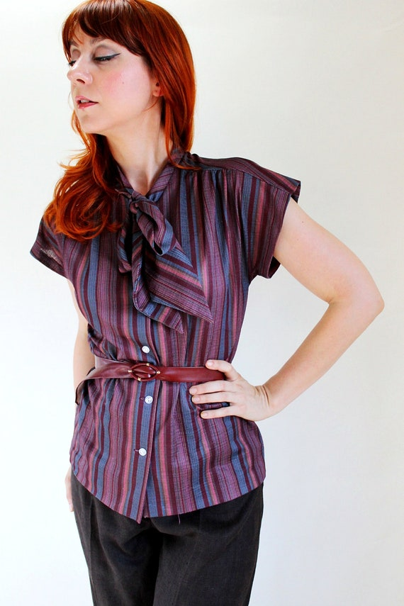 Sale - Vintage 1970s Burgundy Blue Stripes Print Blouse. Boho Fashion. Office Fashion. Shirt. Top. Summer. Fall Fashion. Size Large