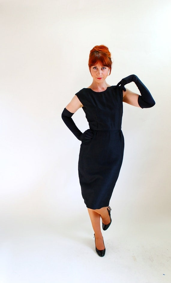 Sale - Vintage 1950s Silk Wiggle Dress. Little Black Dress. Mad Men Fashion. Cocktail Party. Weddings. Audrey Hepburn. Size Small