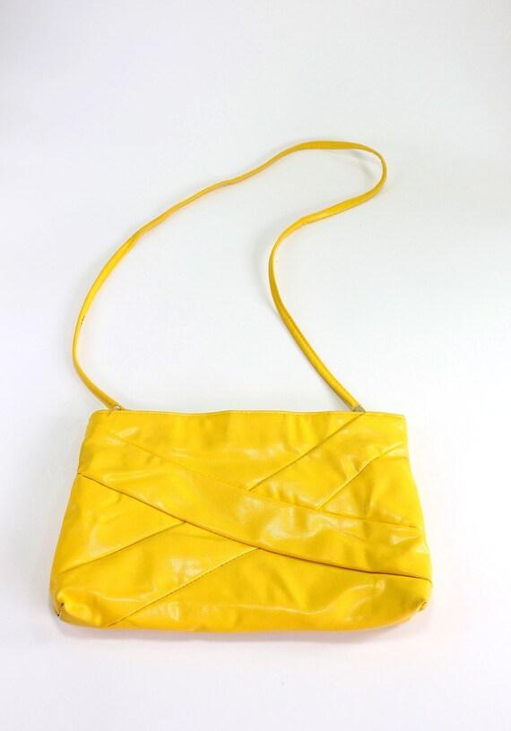 Sale - 1980s Yellow Purse Clutch Purse. Dance Club. Mod. Glam. Hipster. Office Fashion. Secretary. Weddings. Fall Fashion. Spring Fashion