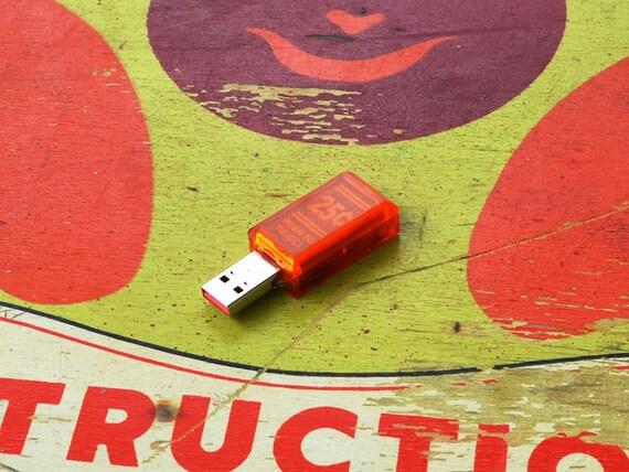 Pinball Arcade Coin Slot 8 GB USB Flash Drive - Williams Cyclone machine