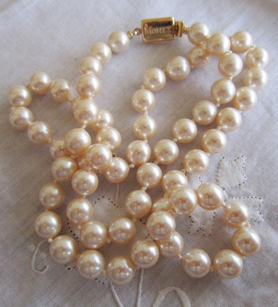 Vintage Gold Tone Glowing Off-White Monet Pearl Necklace