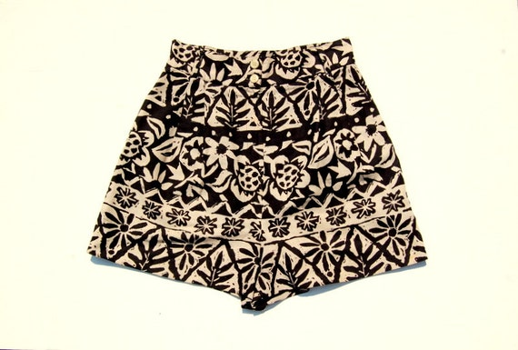 Black and beige floral print high waisted shorts 1990s