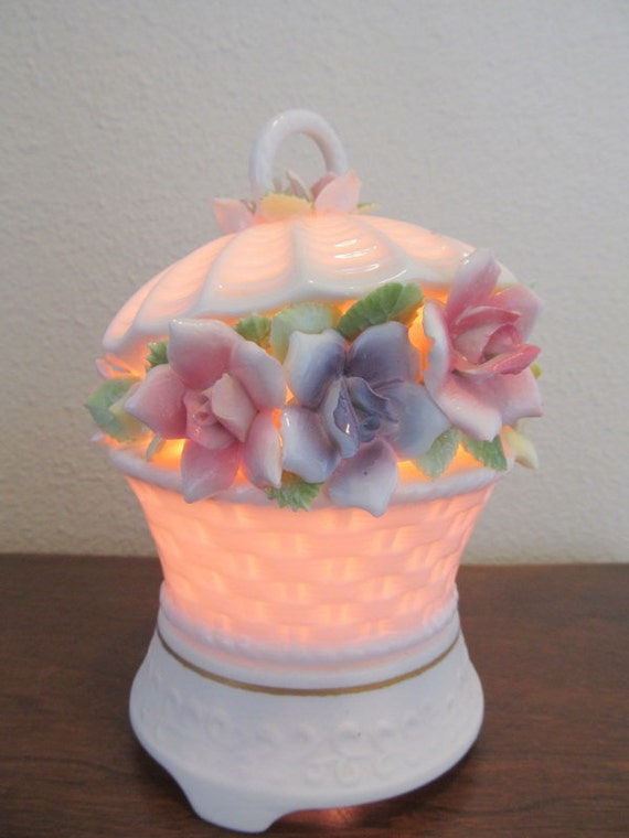 Vintage Floral Basket Night Light