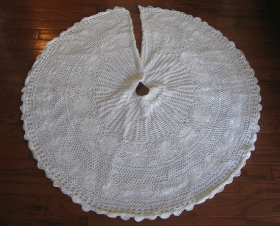 Crochet Xmas Tree Skirt : Vintage Crocheted Christmas Tree Skirt in by LeafpeopleVintage
