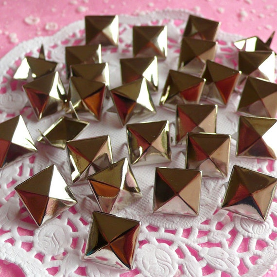 Rivet / SILVER Color Metal Pyramid Rivet Studs Square Rivet 12mm (around 50pcs) for Cell Phone Deco / Leather Craft / Jean Button, etc RT07