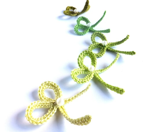 Bow applique, crocheted ribbon embellishment, green wedding favors, decorations, scrapbooking /set of 5/