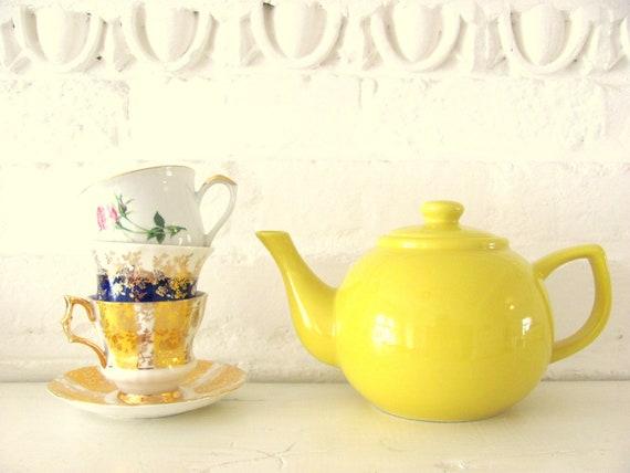 Vintage Tea Pot. Bright Sun Yellow. Serves Four.