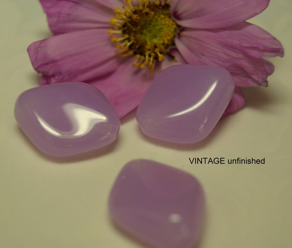 Vintage Lucite 20x26mm Opaque Lilac Beads 20x16mm (12)