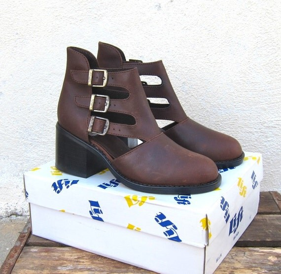 Vintage Dead Stock Brown Nubuck Leather Side Buckle Chunky Heel Booties Ladies Sizes  9
