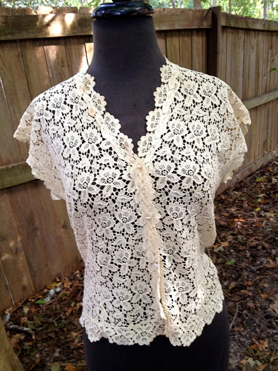 vintage 1930s-40s lace top - ivory lace pearl-button top