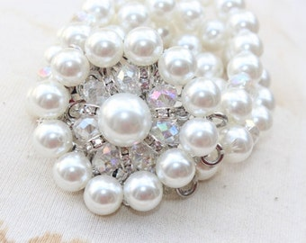 Buckle  with  rhinestones  and white color  pearls   1 pieces listing