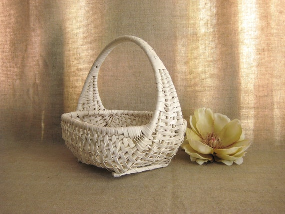 Flower Girl Basket in Heirloom White