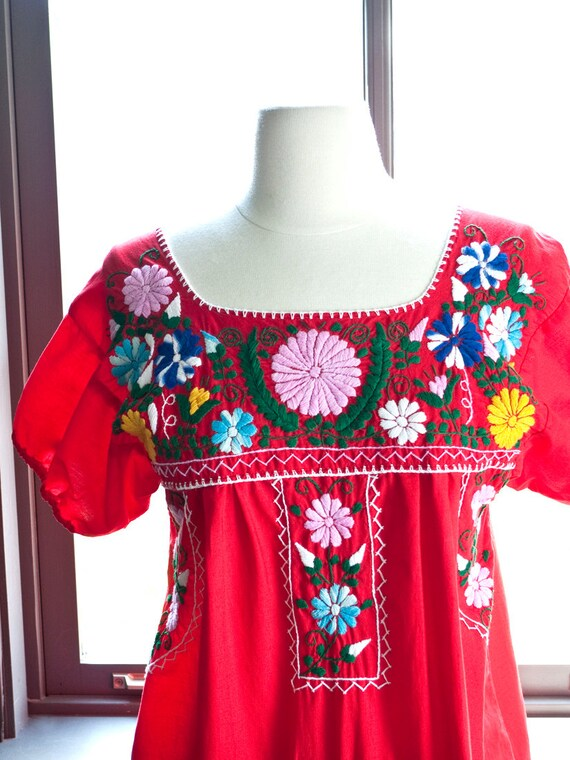 Vintage bohemian MEXICAN dress... hand EMBROIDERED FLOWERS