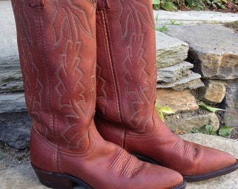 1980s rust brown, Dan post, cowgirl boots, with decorative stitching, 1 inch wooden heel made in the usa marked womens 5 1/2 fits like 6 1/2