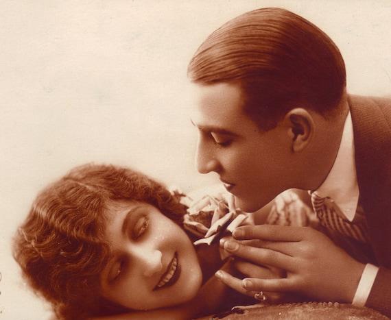 PC Paris Couple Romance Fantaisie 1920s