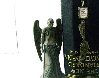 The Dr Inspired Weeping Angels Inspired Necklace - Keep CALM & DONT BLINK - bronze - Ltd Ed Last One Etsy uk