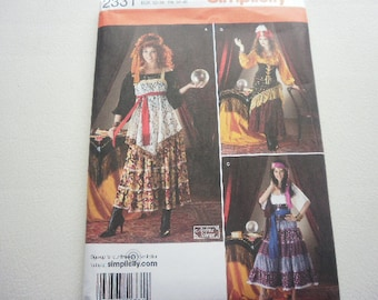 Pattern Costume Ladies Gpysy 3 Outfits Sizes 6 to 12 Simplicity 2331 A