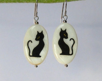Black cat earrings painted by hand - cat lover gift - cat jewelry, handmade jewelry, animal jewelry