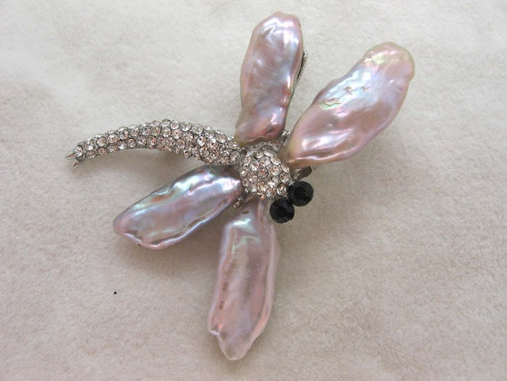 Beautiful Biwa Mauve Freshwater Pearl and Cubic Zirconia Dragonfly Brooch