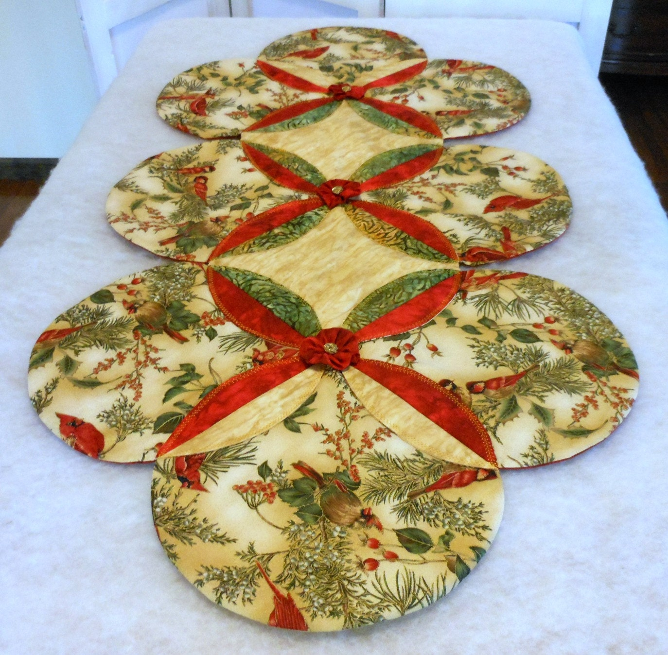 christmas table runner cardinal non traditional pattern. Black Bedroom Furniture Sets. Home Design Ideas