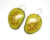 Green cell pattern earrings