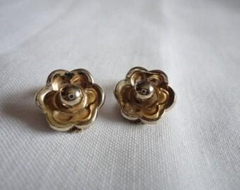 Barkley Vintage Gold Tone Small Flower Clipon Earrings