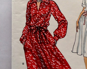 70s Vogue 9769 Loose fitting Dress with Pointed Collar  Size 14 Bust 36
