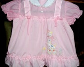 VINTAGE Baby DRESS, Size 3-6 mos. Pink Ruffled Apron Style w/ Rick-Rack Trim, Lace Trimmed Collar & Giraffe Applique, Adorable