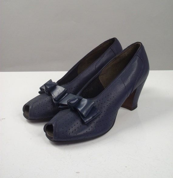 1940s Shoes / 40s Blue Peep Toe Bow Heels / Size 7 1/2
