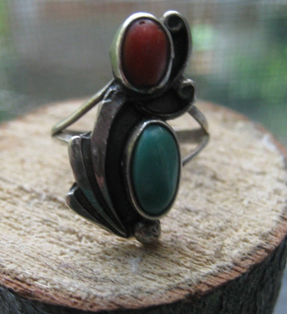 Vintage Old Pawn Sterling Silver Artisan Made Traditional Leaf Design Coral and Turquoise Gemstones Size 5 1/2 Ladies