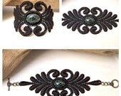 Acacia lace bracelet black with vintage glass cabochon