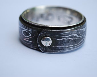 Damascus Ring with sterling silver rivet