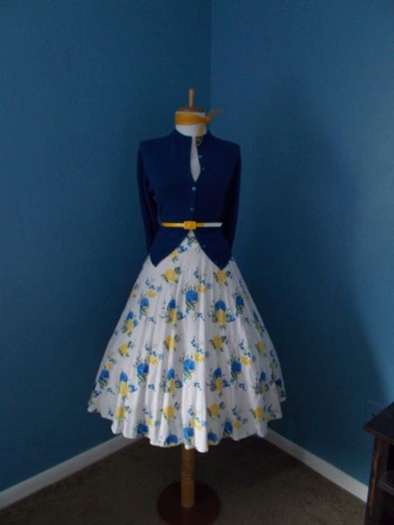 VINTAGE  White Yellow and Blue Floral Victorian Rose Full Skirt