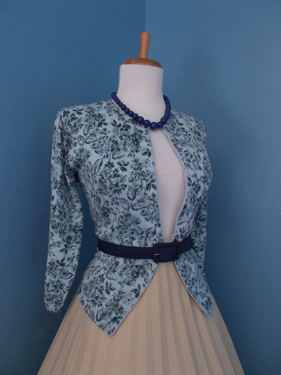 Sexy Vintage 1950s 1960s  Blue Floral Rose Button Down Cardigan Sweater