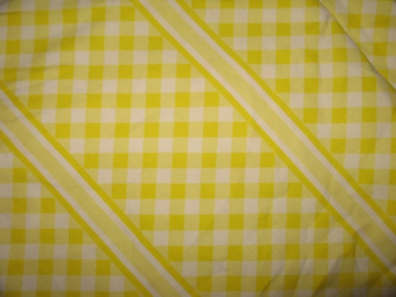 Cheerful sunny yellow gingham twin flat and fitted sheet 100%  soft cotton Wabasso