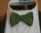 The Carlton - Our large cotton bowtie in kelly green-SALE