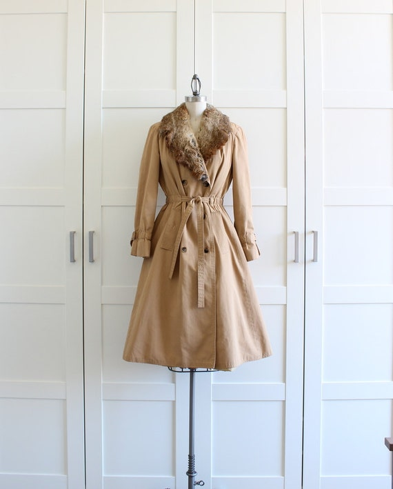 Vintage Camel Trench Coat, Boho Fur Trimmed Collar Coat, Double Breasted Belted Raincoat Trenchcoat, size Medium Large