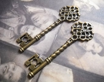 Bulk Skeleton Keys-Wedding Keys-Large Key Pendants-Antiqued Bronze-68mm-100pcs-Wholesale Keys