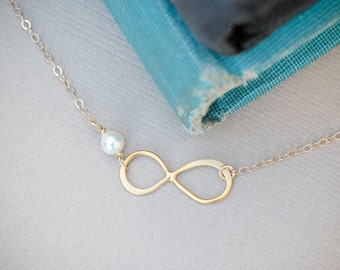Infinity Pearl Necklace, Gold Pearl Infinity Pendant, Wedding Jewelry, Bridesmaid Jewelry, Dainty tiny Necklace
