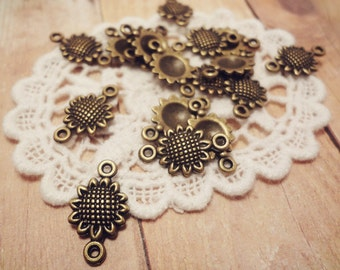 20pcs of Antiqued Bronze Petite Sunflower Connector Charms 17x10mm P20-HK9590