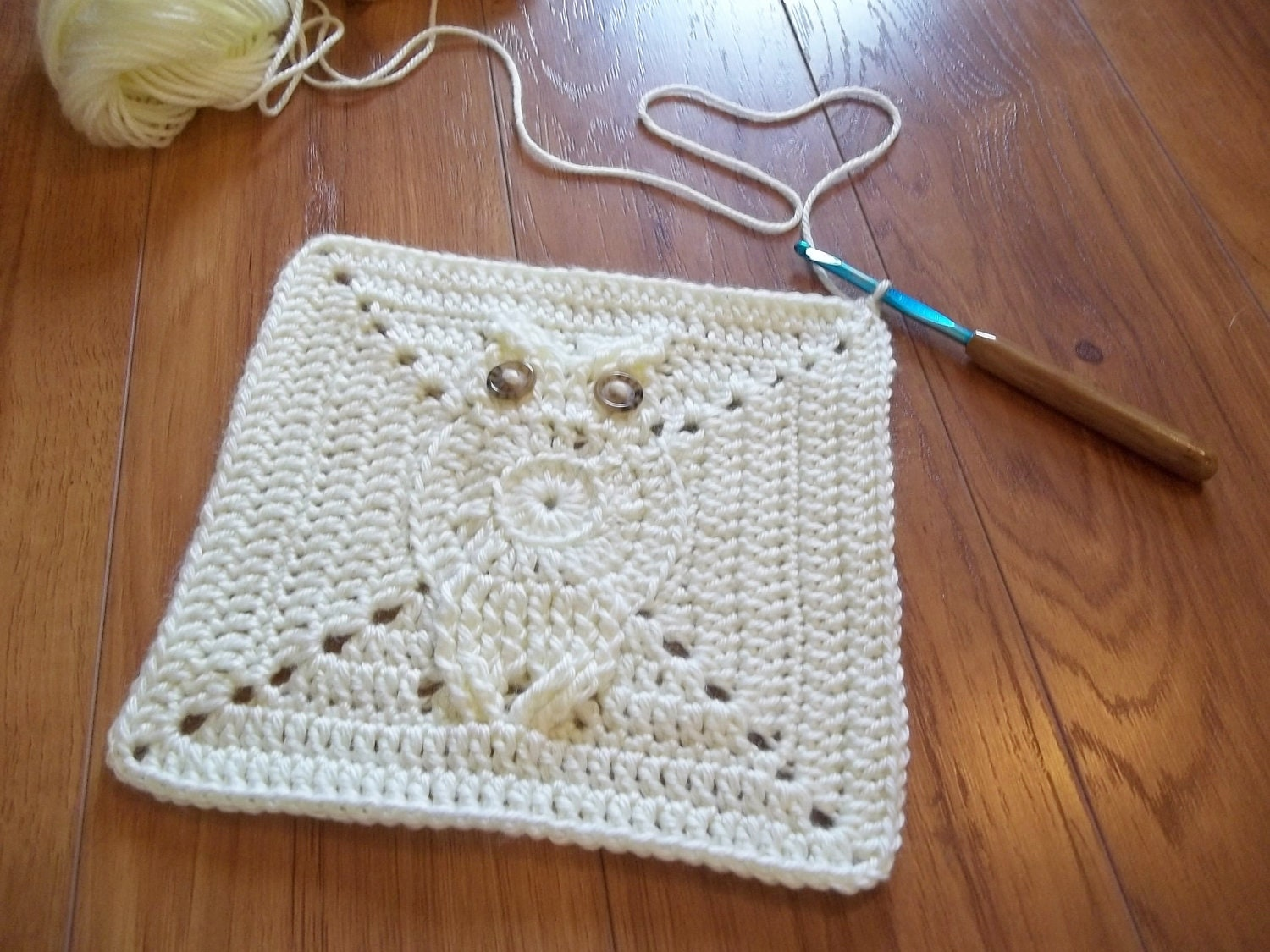 Free Crochet Pattern For Owl Afghan : Its a Hoot Owl Afghan Square Crochet Pattern. Make a baby