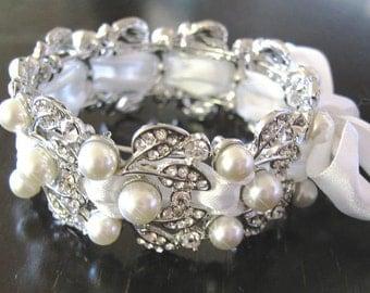 White Bridal  Bracelet Pearl- Swarovski pearls and rhinestone / Weddings  Rinestone, Crystal,pearl