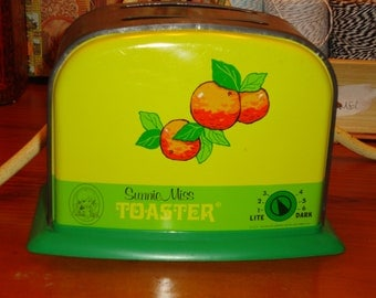"OHIO ART ""Sunnie Miss"" Tin Vintage Lithographed Toy TOASTER - 1940's/1950's - Outstanding - Treasury Item"