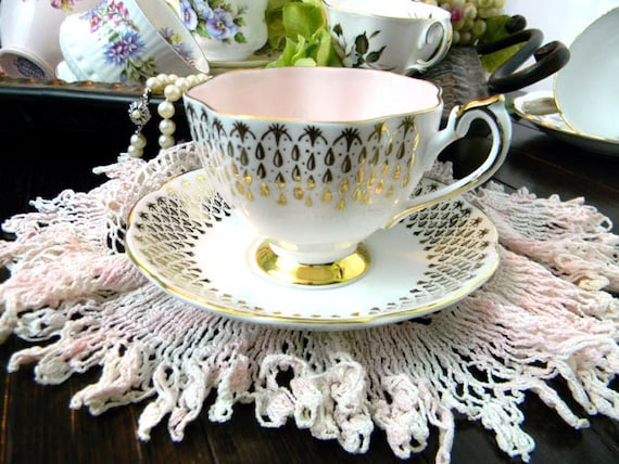 Superb Queen Anne Footed Fine Bone China Teacup Tea Cup and Saucer  8141
