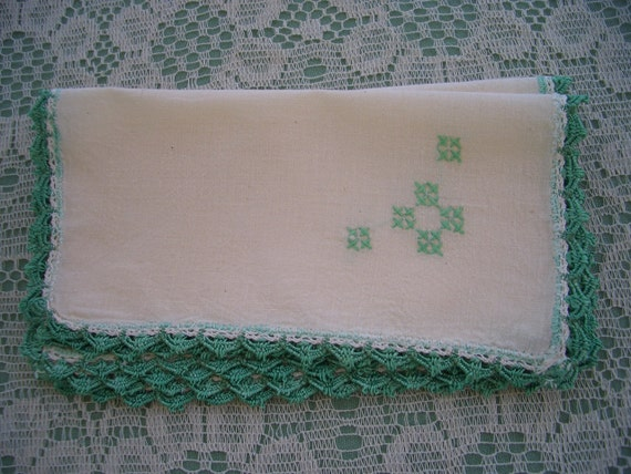 Vintage Napkins Embroidered with Crochet Edge Green 4 Pieces