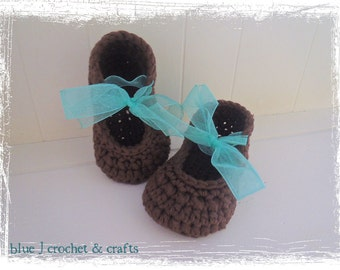 Crochet Pattern - Baby Shower Ribbon Booties, Crochet Booties for Baby Girls with a Ribbon Closure