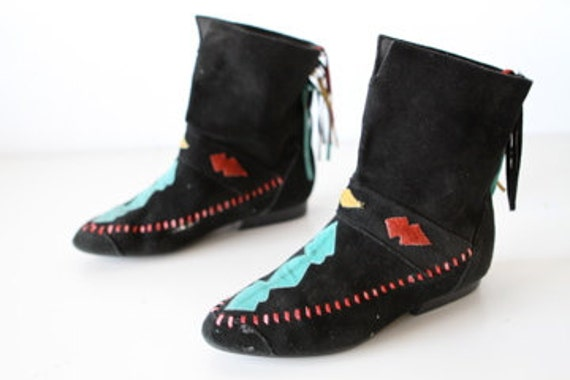 size 8 MOCCASIN medallion BOOTIES southwest native LEATHER tie back shoes